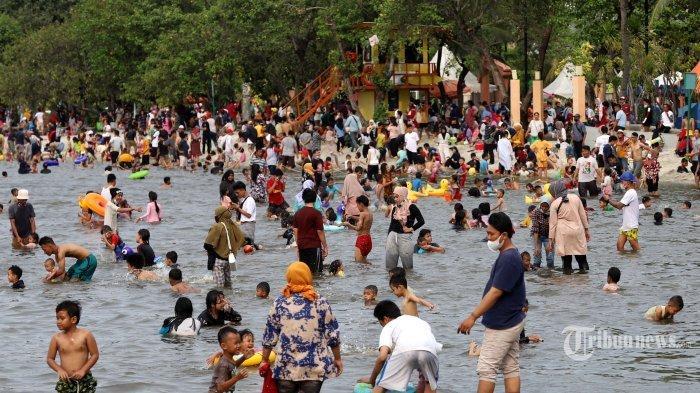 Warga Jakarta Ramai-ramai Mandi di Pantai Karnaval, Ancol Pun Trending Topic di Twitter