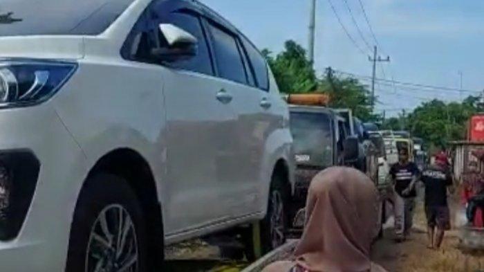 Tak Bisa Nyetir, Warga Kampung Miliarder Tuban Nabrak Garasi, Belasan Mobil Mewah Rusak