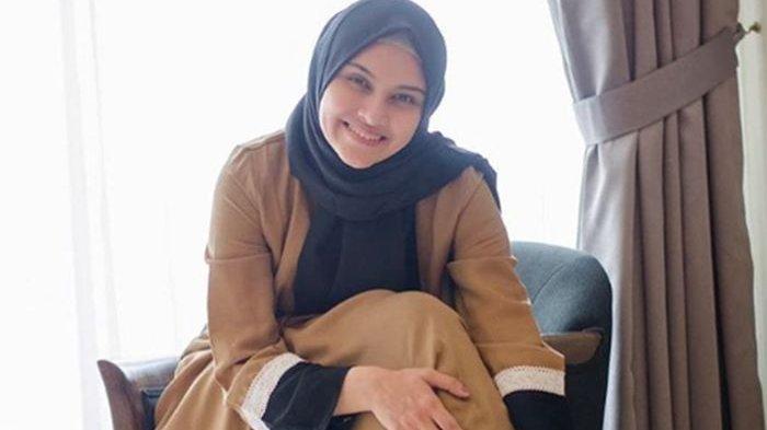 BIODATA Zee Zee Shahab, Artis Cantik Berdarah Arab Betawi, Finalis Gadis Sampul 2001
