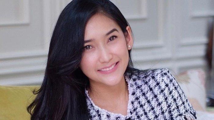 BIODATA Zora Vidyanata, Finalis Putri Indonesia 2002, Sejak Kecil Aktif Menari