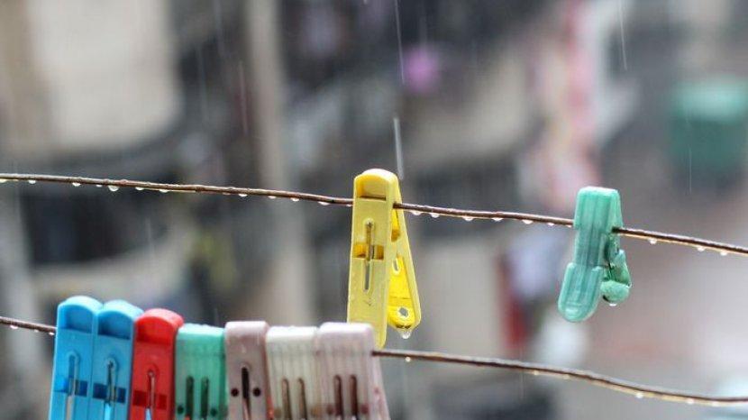 ilustrasi-menjemur-pakaian-di-musim-hujan.jpg
