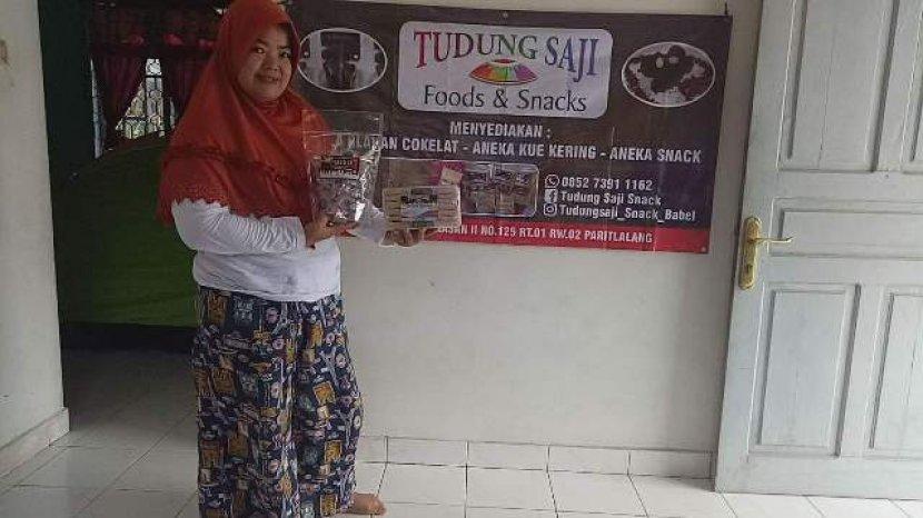 owner-ukm-food-and-snack-tudung-saji-aprilia.jpg