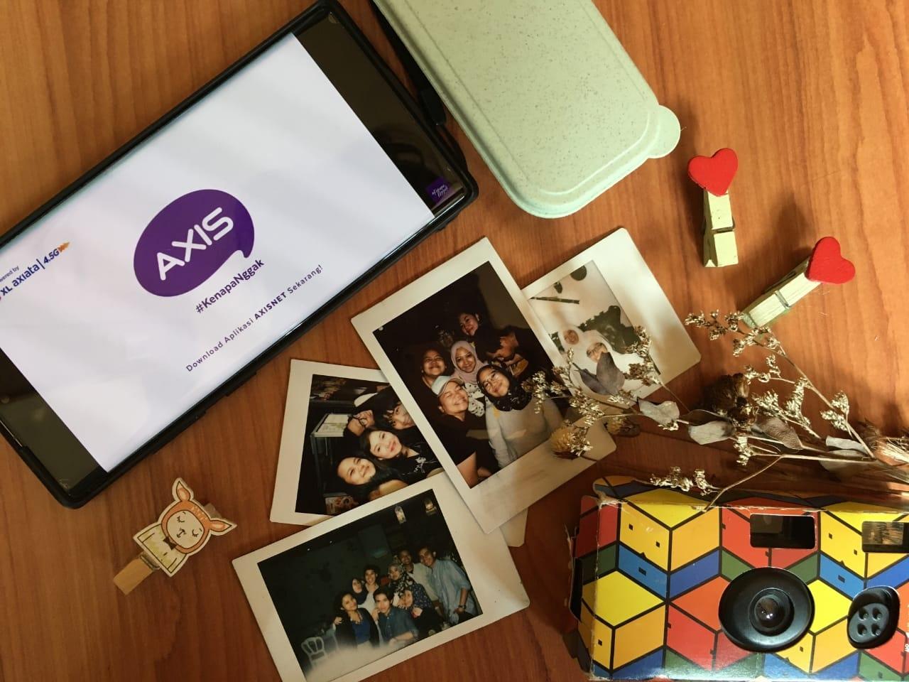 Dengan jaringan internet 4.5G terfiberisasi dari AXIS kamu bisa nikmatin internetan stabil! Buat virtual meet up,  buat nonton drama korea, video call-an sama gebetan, atau bahkan mabar sama temen-temen kamu! Kamu bisa melakukan apapun yang kamu mau dengan jaringan 4.5G terfiberisasi dari AXIS. Klik disini ya untuk caritahu lebih lanjut!
