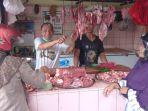 20210504-mulyadi-pedagang-daging-sapi-di-pasar-tradisional-tanjungpandan.jpg