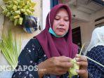 20210510-fitri-perempuan-perdagang-ketupat-di-pasar-tanjungpandan-belitung.jpg