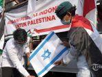 20210618-bakar-bendera-israel.jpg