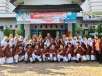 20210620-tim-ksn-sman-1-manggar-berfoto-di-depan-sekolah.jpg