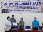 20210714-direktur-pt-rebinmas-jaya-datuk-ramli-sutanegara-menyerahkan-bantuan-csr-dan-hewan-kurban.jpg