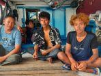 20210721_dua-nelayan-nekat-terjun-ke-laut.jpg