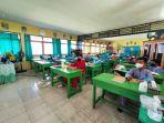 20210826-siswa-sdn-17-tanjungpandan-saat-belajar-di-kelas.jpg