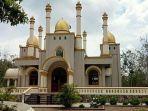 akun-facebook-luchyana-make-up-mengunggah-foto-masjid-megah.jpg