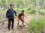 anggota-dprd-babel-saidi-km-saat-mengunjungi-petani-karet-di-kabupaten-bangka_20181023_152939.jpg