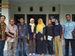 anggota-komisi-iii-dprd-kabupaten-belitung-saat-mengunjungi-poskesdes-desa-juru-seb.jpg