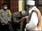 anggota-satpol-pp-surabaya-asmadi-dan-habib-umar-assegaf.jpg