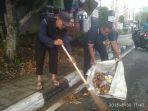 bersih-bersih-usai-pawai-pembangunan-pada-kamis-3082018_20180830_203150.jpg