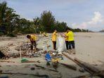 bersih-pantai_20180424_093540.jpg