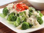 brokoli-siram-kepiting-yang-lezat-untuk-menu-sarapan-keluarga.jpg