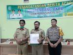 bupati-belitung-timur-yuslih-ihza-saat-menandatangani-berita-musrenbang-rkpd.jpg