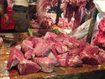 daging-sapi-di-rumah-pemotongan-hewan-ciroyom-bandung_20180424_102048.jpg