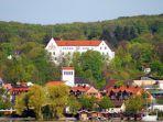 danau-starnberg-yang-indah-dengan-rumah-rumah-penduduk-di-tepinya_20180303_223114.jpg