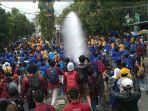 demo-omnibus-law-di-sukabumi-ricuh.jpg