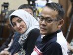 direktur-pt-melati-technofo-indonesia-mti-fahmi-darmawansyah-bersama-istrinya_20180722_073137.jpg