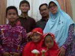 dita-supriyanto-bersama-istri-dan-keempat-anaknya_20180515_164920.jpg