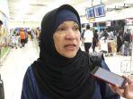 dorce-gamalama-di-bandara-soekarno-hatta-saat-hendak-berangkat-ke-palu_20181008_123023.jpg