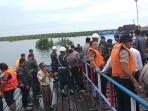 evakuasi-korban-kecelakaan-speedboat.jpg