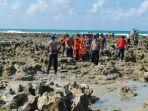 evakuasi-mayat-yang-ditemukan-dalam-kapal-yang-terdampar-di-pantai-pejem-belinyu.jpg