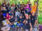 foto-bersama-para-pelajar-dari-sulteng-dan-pengurus-rumah-baca-akar-gapabel_20180815_202554.jpg