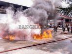 foto-foto-mobil-yang-terbakar-di-spbu-a-yani-kota-pangkalpinang_20180807_144028.jpg