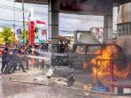foto-foto-mobil-yang-terbakar-di-spbu-a-yani-kota-pangkalpinang_20180807_144052.jpg