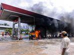 foto-foto-mobil-yang-terbakar-di-spbu-a-yani-kota-pangkalpinang_20180807_144951.jpg