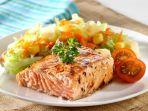 grill-salmon-with-salad-menu-sahur-sehat.jpg