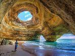 gua-cantik-di-pantai-benagil.jpg