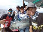 ilustrasi-memancing-di-perairan-belitung_20180425_142210.jpg