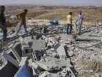 ilustrasi-warga-palestina-memeriksa-puing-puing-rumah.jpg
