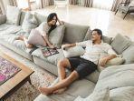 jadi-spot-favorit-di-rumah-raisa-dan-hamish-bagikan-tips-pilih-sofa-yang-nyaman.jpg