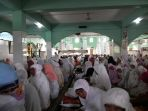 jemaah-salat-ied-di-masjid-agung-al-mabrur_20180615_123038.jpg