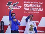 joan-mir-dan-davide-brivio-suzuki-ecstar-juara-dunia-motogp-2020.jpg
