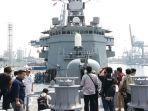 kapal-angkatan-laut-jepang-js-sumidare-berlabuh-di-dermaga-jakarta-international-container-terminal.jpg