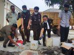kasatpol-pp-kabupaten-belitung-azhar-dan-penyidik.jpg