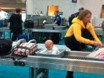 kelakuan-tak-biasa-penumpang-selama-berada-di-bandara.jpg