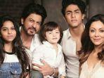 keluarga-shahrukh-khan-dan-gauri-khan-okee.jpg