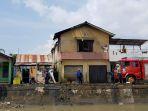 kondisi-bagian-depan-rumah-meri-74-warga-pelipur-kelurahan-masjid-jamik_20180814_135630.jpg