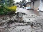 kondisi-banjir-lumpur-di-dusun-pesanggrahan-desa.jpg