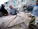 korban-gempa-bumi-di-italia_20160825_082853.jpg