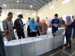 kpu-kabupaten-belitung-timur-membuka-kotak-rekapitulasi.jpg