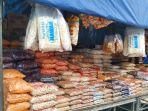 lapak-penjual-musiman-yang-menjual-aneka-makanan-ringan-dan-kue-untuk-hari-raya.jpg